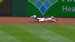 Must See: Hamilton runs 77 feet to make nice catch
