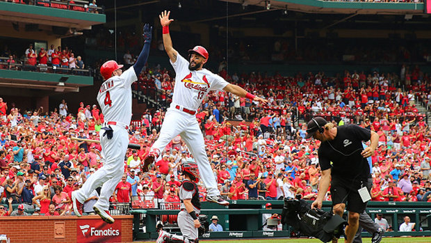 MLB: Reds 4, Cardinals 6