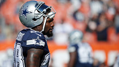 Dez visiting with Browns, 'trying to work some things out'