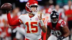 Must See: Mahomes launches ball 69 yards in air on TD pass to Hill