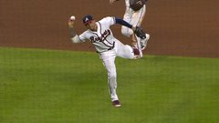 Must See: Camargo makes incredible barehanded scoop and throw