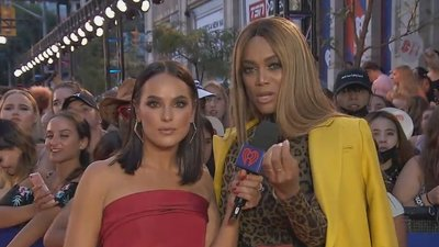 Tyra Banks Teaches 'Smize 101' | 2018 iHeartRadio MMVA Red Carpet