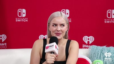 Anne-Marie Talks About The Friendzone | 2018 iHeartRadio MMVA Nintendo Lounge