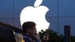Investing in tech: Buy Apple's halo, avoid social media