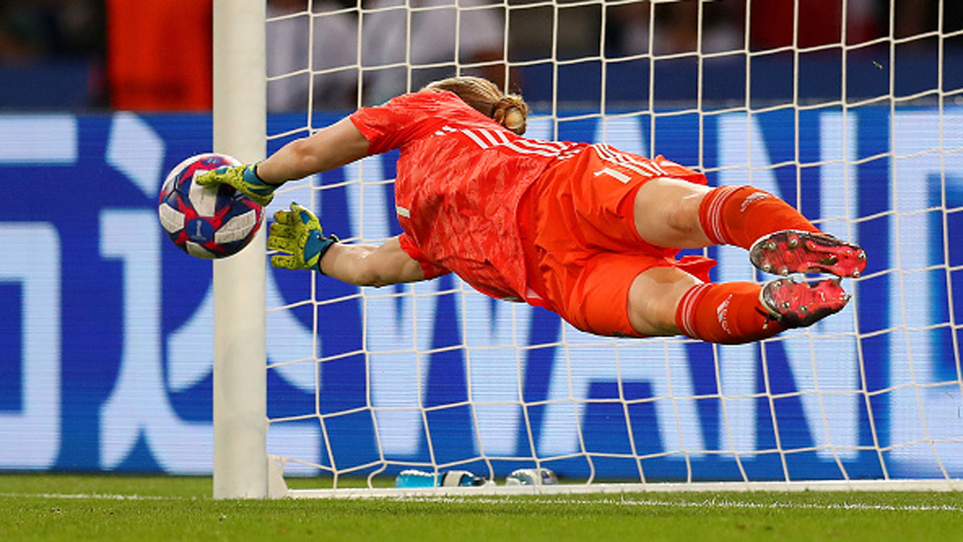 22b10bae9 Must See: Lindahl makes spectacular diving save on Beckie penalty kick -  Video - TSN