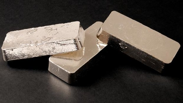 As gold rallies, investors wait for silver to catch up