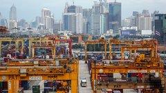 China strikes softer tone on trade