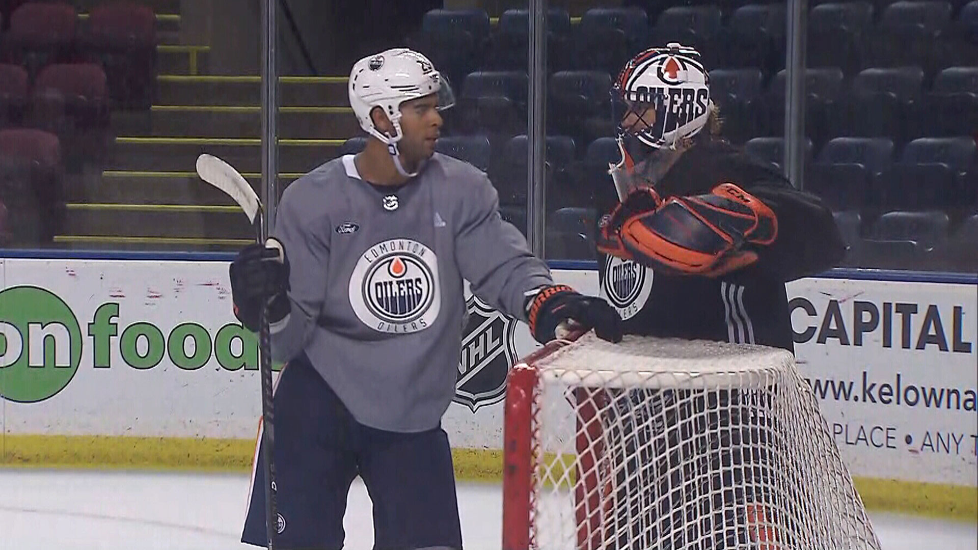 Back with the team, Smith opens lines of communication with Oilers' defence