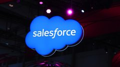 Salesforce bets on the cloud, AI for growth