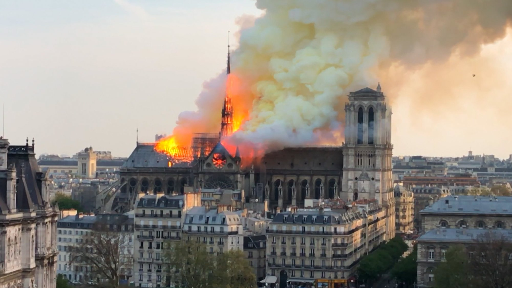 Notre-Dame : en flammes