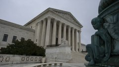 Vacant U.S. Supreme Court chair quickly becomes election issue