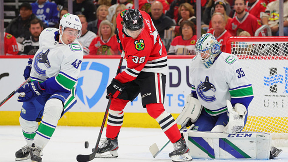 Status quo for Canucks, after three Blackhawks players enter COVID-19 protocol