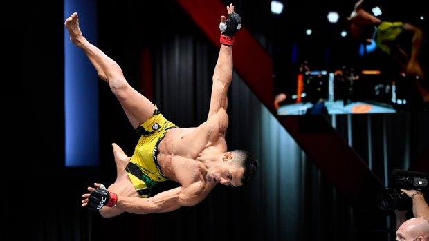 Silva de Andrade breaks out the acrobatics after nasty KO