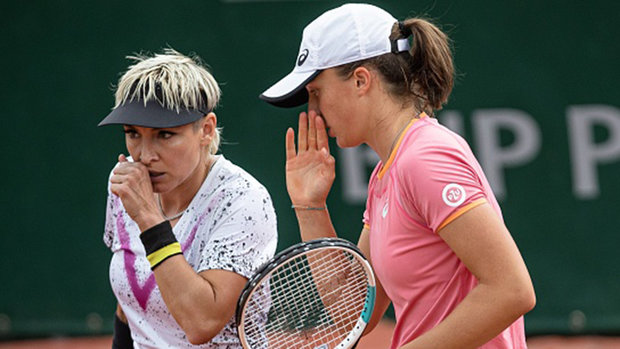 Swiatek, Mattek-Sands advance to women's doubles final