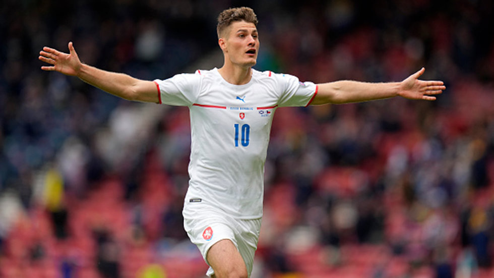 Must See: Schick pulls off audacious, record-breaking goal from half