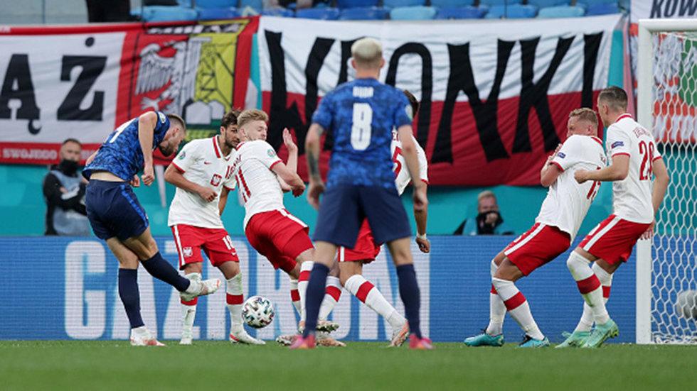Slovakia capitalizes on Poland's red card with go-ahead goal from Skriniar