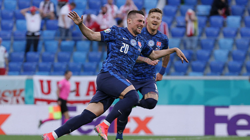 Must See: Mak undresses Bereszynski with nutmeg before finishing goal
