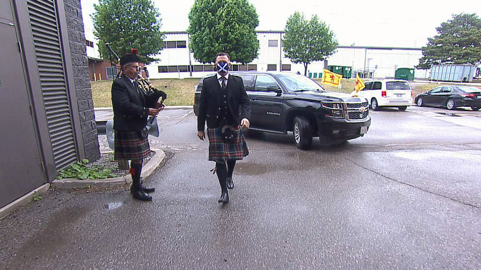 Must See: Caldwell makes grand entrance with kilt to show support for Scotland