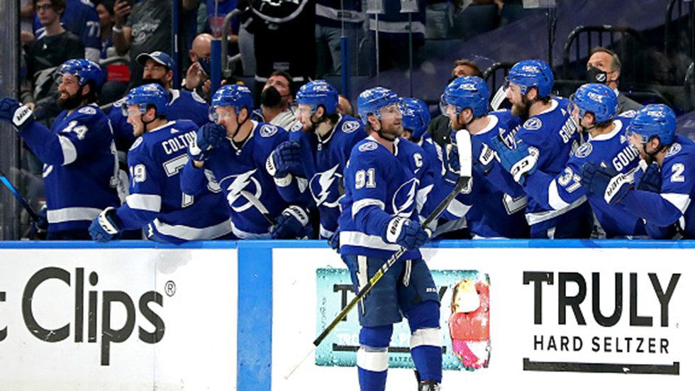 Lightning lay a beat down on Islanders to take series edge