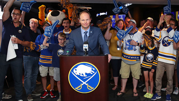 Power drafted first overall by Sabres, Kraken select Beniers with second pick