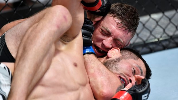 Meerschaert uses rear-naked choke to submit Muradov in Round 2