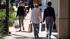 Retail sales in Canada rebound after stalling in early summer