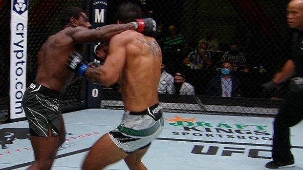 Joaquin Buckley finishes off Antonio Arroyo with TKO
