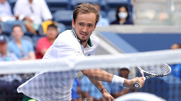 Medvedev makes quick work of Andujar to reach fourth round